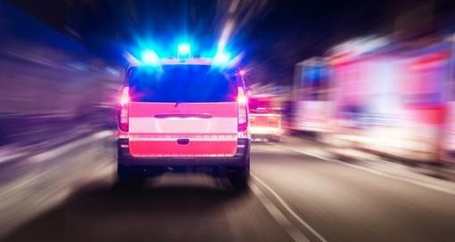 Incidente all'alba in Autolaghi: due giovani feriti