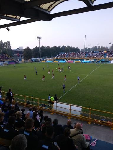 Calcio femminile: il primo storico derby (da tutto esaurito) va al Milan. Doppia festa per Maurizio Ganz