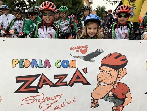 FOTOGALLERY E VIDEO. Duecento grandi e piccoli hanno pedalato con Zazà e con Michele Scarponi nel cuore