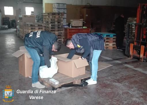 """Il ritorno delle """"bionde"""". La Guardia di Finanza sequestra oltre cinquemila stecche di sigarette di contrabbando"""