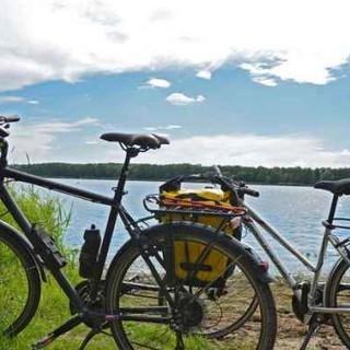 Piste ciclopedonali sul lago di Varese e sul Maggiore: ci vuole uno sprint