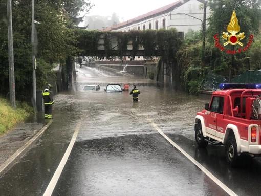 VIDEO E FOTO. Acquazzoni su tutto il Varesotto: a Jerago e Solbiate Arno salvati degli automobilisti rimasti intrappolati nell'acqua