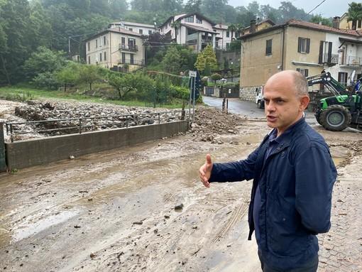 VIDEO E FOTO. Il sindaco di Luvinate davanti alla furia del Tinella esondato: «Siamo in allerta da 4 anni»