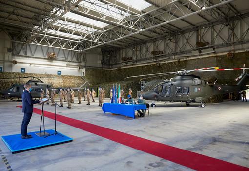 Leonardo consegna il primo elicottero da addestramento per l'Esercito Italiano