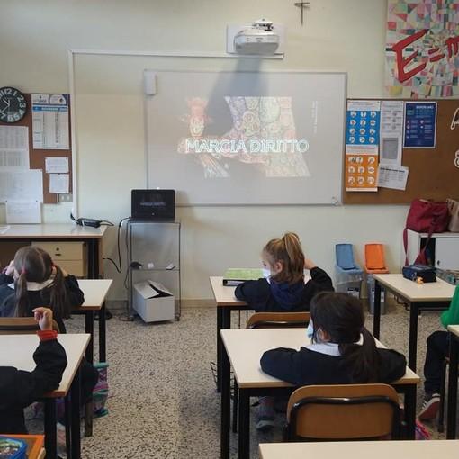 """La marcia """"virtuale"""" degli alunni della scuola primaria di Luvinate per la Giornata dei Diritti dell'infanzia"""