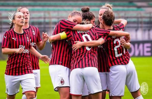 L'abbraccio rossonero dopo il gol del definitivo 2-2 (si ringrazia Ac Milan per la foto)