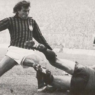 Un meraviglioso scatto d'epoca di Giorgio Morini al Milan (foto magliarossonera.it)