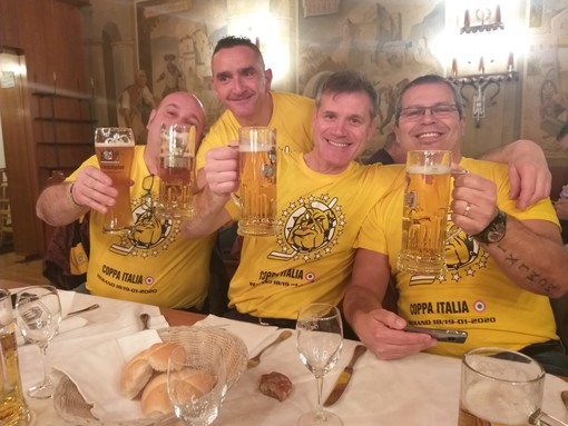 Mastini forever: tra boccali di birra Forst e stinco di maiale i cuori gialloneri sognano la Coppa FOTO E VIDEO