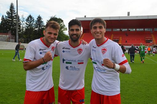 Parpinel, Aprile e Nicastri in mezzo al campo dopo il 3-1 al Legnano (foto Ezio Macchi)
