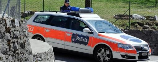 Ticino, furgone porta valori assaltato da un commando di quattro uomini armanti a due passi dal confine con il Varesotto