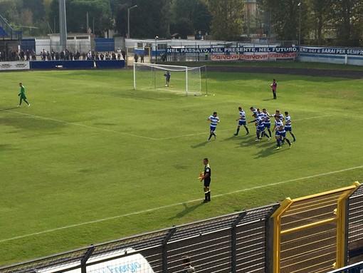 I tigrotti festeggiano il gol di Mastroianni, che ha deciso la partita