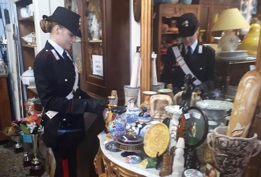 Mercatini e negozi di antiquariato sotto la lente d'ingrandimento dei carabinieri di Luino
