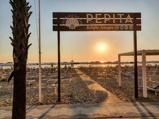 VOGLIA DI MARE. Il Colonnello Rossi ci porta in spiaggia a Bellaria: «Varese, ti aspettiamo» (video)