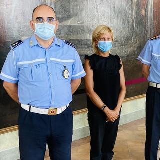 Da sinistra: Francesco Cardella, vice commissario aggiunto dal 1° giugno, il sindaco di Castellanza Mirella Cerini e il comandante della Polizia locale Francesco Nicastro