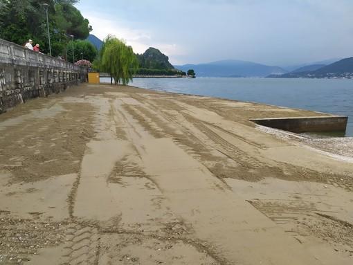 La spiaggia del lido di Porto Valtravaglia si fa più bella per cittadini e turisti