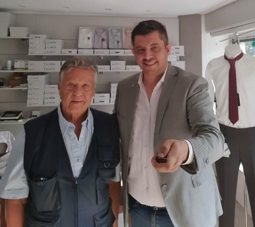 Renato Pozzetto e Matteo Petullo titolare della Vecchia Camiceria di Ispra
