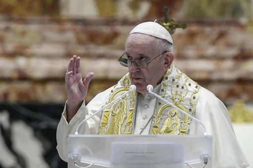 Origgio, il messaggio audio di auguri del Papa a don Cesare Catella: «Grazie per la tua testimonianza, tu prega per me»