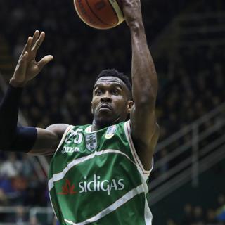Basket, Varese ufficializza il colpo Rich in attesa del colpaccio Scola