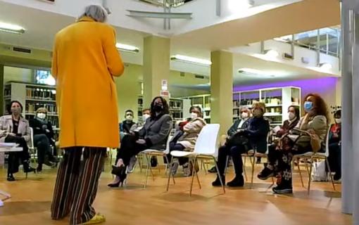 Il professor Raffo legge i testi di Marisa Ferrario Denna