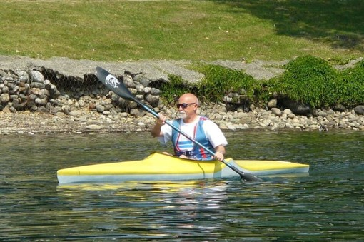 Claudio Colombo sulla sua canoa