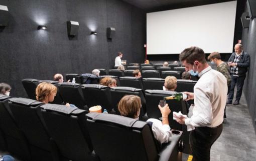 FOTO - Una cena al cinema davanti al film preferito? Un desiderio che diventa realtà al Miv