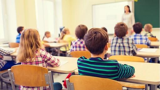 Ultimo primo giorno di scuola per il sindaco di Luino: «Tutti insieme supereremo questo difficile momento»