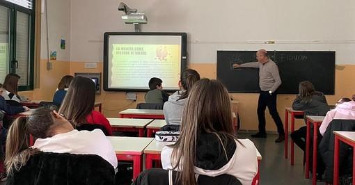 """Gli studenti di terza media del """"Da Vinci"""" di Somma Lombardo a scuola di risparmio"""