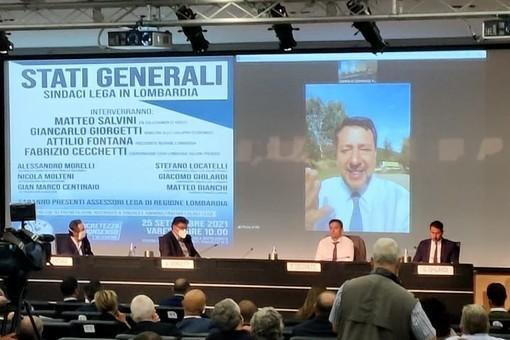 Matteo Salvini in diretta video con i sindaci della Lega riuniti a Ville Ponti
