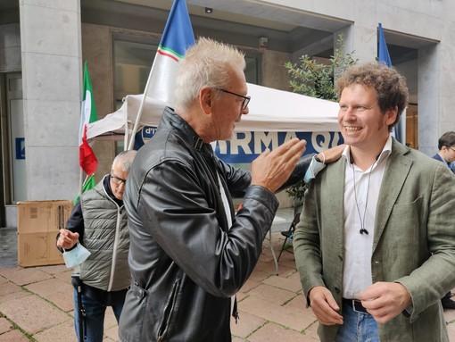 VIDEO. Varese, Stefano Tacconi al gazebo di Fratelli d'Italia: «Spero che si faccia capire cos'è la destra e cos'è la sinistra»