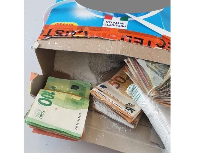 FOTO. Malpensa, volevano volare in Nigeria con 96mila euro nascosti nei fusti di detersivo