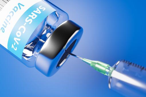 Vaccini, il Pd di Varese: «Il messaggio agli over 80 di presentarsi anche senza prenotazione è fuorviante e sta generando problemi»