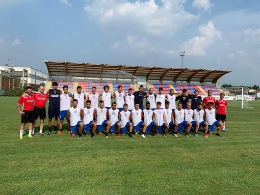 Prima foto di gruppo della stagione 2019/2020 per i rossoblù
