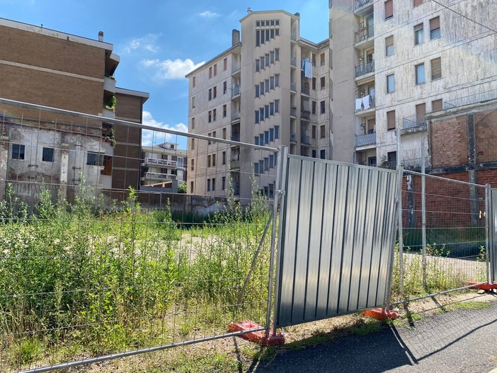 «Un palazzo di sette piani e un nuovo supermercato in via Carcano? No grazie. Meglio nuovi parcheggi e un parco giochi per bambini»