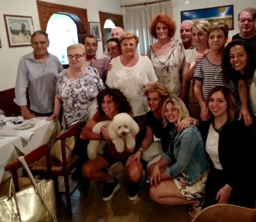 Valentina Bergamaschi, festa a sorpresa a Leggiuno con un dono speciale: un libro di Gigi Riva