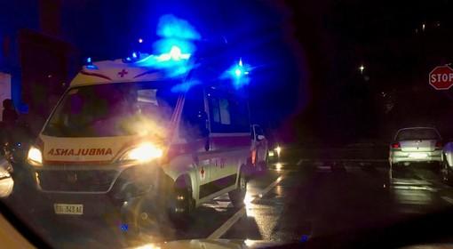 L'ambulanza in via Castoldi dopo l'incidente