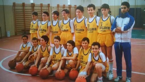 Una splendida foto delle giovanili della mitica Cestistica Gorlese (oggi Draghi Gorlazy): il sindaco di Gorla Maggiore è il secondo in piedi da destra con il numero 11 e Fabio Porta è davanti a lui