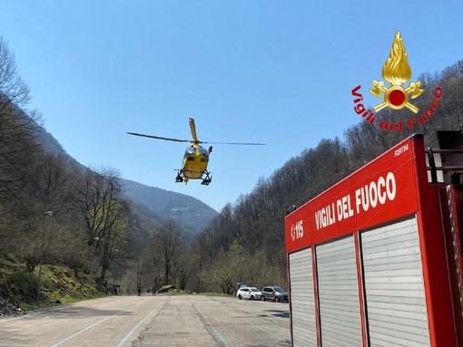 Monteviasco, intervento di soccorso in località Mulini di Piero: vigili del fuoco ed elisoccorso trasportano in ospedale un uomo