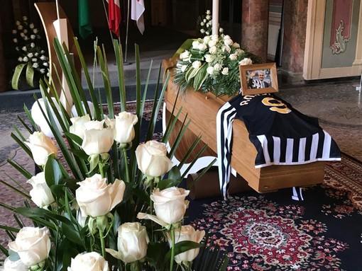 VIDEO. La camera ardente per Anastasi: l'omaggio di Varese alla leggenda biancorossa