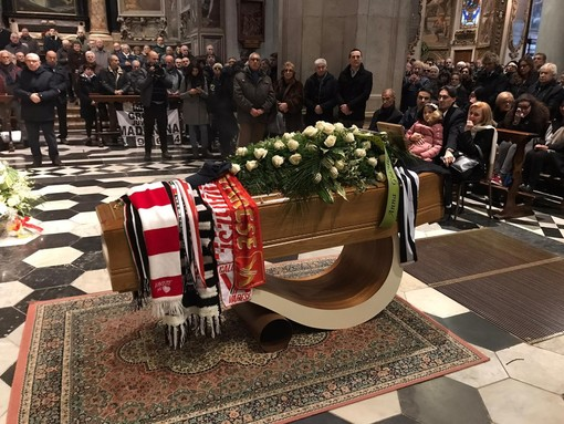 Le sciarpe di Juventus e Varese per sempre con Anastasi