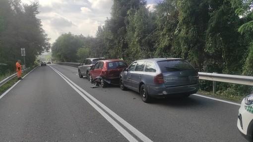Varese, scontro fra più auto in via Autostrada: soccorse cinque persone, tra loro due bambini