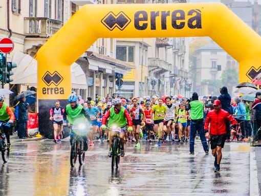 FOTO. La carica dei 1.500 più forte della pioggia: la prima Varese City Run è un successo