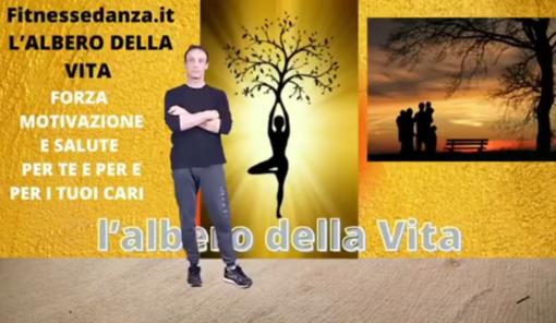 """""""L'albero della vita"""", un progetto che unisce attività fisica a sana alimentazione «per motivare tutta la famiglia a stare bene, insieme». Oggi la prima lezione"""