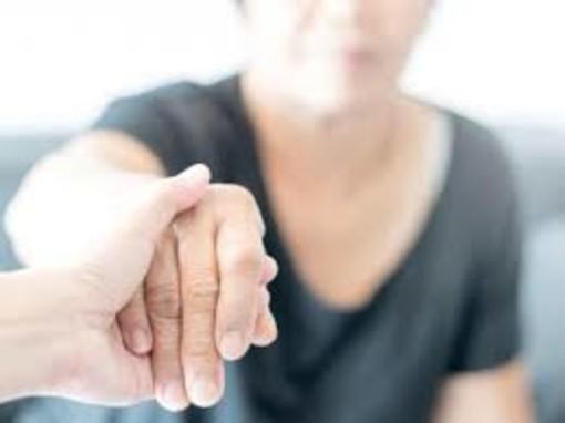 L'Associazione Varese Alzheimer continua ad essere vicina ai malati e alle famiglie: è attivo un servizio di aiuto telefonico