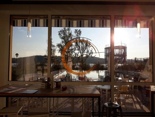 """Musica e aperitivi con la suggestione del tramonto sul lago: il """"Lido Schiranna"""" lancia le nuove serate dell'estate varesina"""