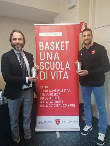 """VIDEO. """"Basket: una scuola di vita"""", capitan Ferrero si racconta agli studenti del liceo sportivo Stein, ricordando Kobe Bryant"""