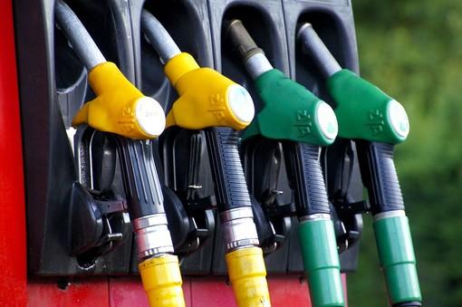 Una buona notizia per gli automobilisti varesini: «Torna la carta sconto benzina»