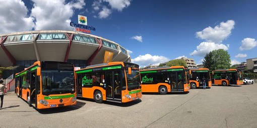 La presentazione dei nuovi autobus ibridi