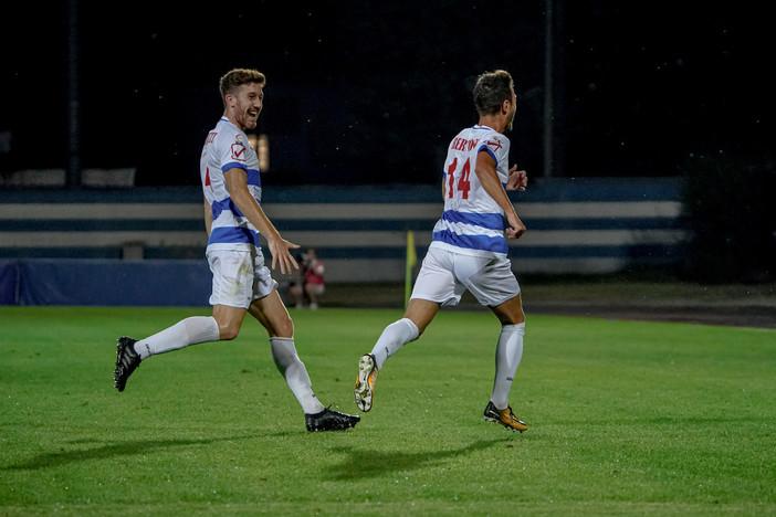 Luca Bertoni festeggia: è l'autore del gol (foto di Marco Giussani)