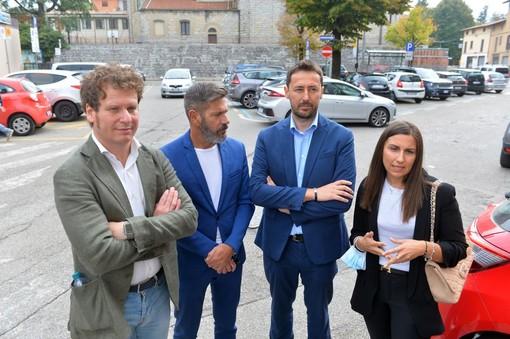 Parcheggio al Del Ponte, il centrodestra stringe l'accordo per i dipendenti: «Abbonamento a 30 euro al mese anziché 55 e posti riservati. E' un primo passo»