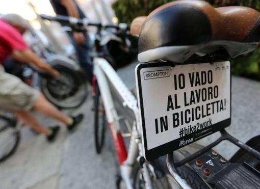 Vai in bici o a piedi al lavoro a Legnano? Ogni chilometro puoi spendere 25 centesimi in negozio